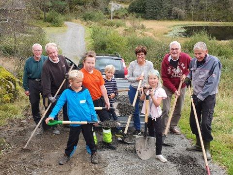 DUGNAD: Mange yter stor arbeidsinnsats lokale folk for å holde drift i gang på Fjelltun.