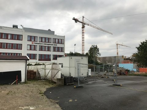 NÆRMESTE NABO OG BRUKER: Flekkefjord videregående skole blir nærmeste nabo og en av brukerne av den nye flerbrukshallen på Uenes. Hvor omfattende bruk det blir og hva leieavtalen konkret skal inneholde er fortsatt ikke avklart.