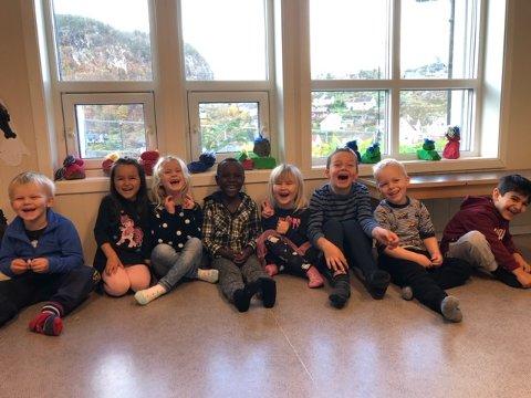 KORET: Dette barnehagekoret har laget og sunget inn sin egen sang.