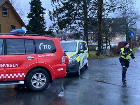 PÅ PLASS: Nødeatene er på plass i forbindelse med ulykken på fylkesvei 44 i Sokndal.