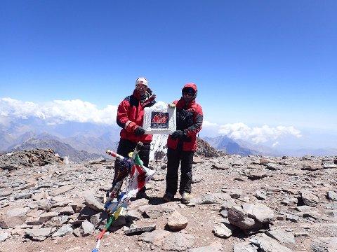 Nicopåsen i tynnluften på fjellet Aconcagua i Argentina. Mona Netland og Leif Hunsbedt gikk helt til topps. Foto: Privat
