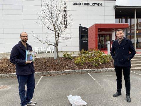 BIBLIOTEK-LØSNING: Leo Beck og Per Sverre Kvinaug er glad for å kunne tilby denne løsningen.