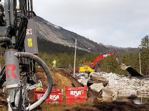 UTENFOR: Utbygger opplyser at nye målinger viser at arbeidene med sprengning foregår utenfor hensynssonen på 1000 meter.