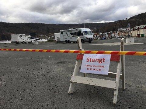 STENGT: Slik så det ut da bobilparken i Flekkefjord ble stengt. Den forblir stengt inntil videre.