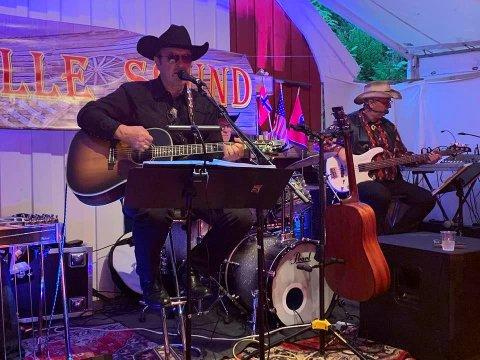 ENDELIG: Ove Frøytlog og resten av Nashville Sound holdt sin første konsert med publikum siden februar.