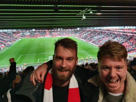 KAMP: Frøsland jevnlig på fotballkamper. Her fra Liverpools hjemmebane Anfield sammen med Ørjan Konstali.