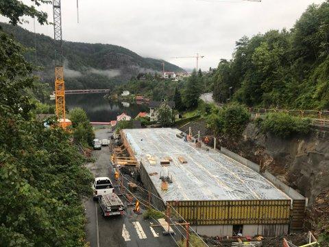 GÅR UNNA: Arbeidet med parkeringshus mellom Danneviksveien og Nedre Danneviksvei startet i juni. Betongarbeidet er allerede kommet langt