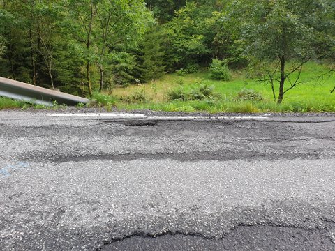 Foto fra fv. 469 i Retning Abelnes i Flekkefjord kommune. Her bør det muligens asfalteres bittelitt ... Foto: Ernst Kvelland