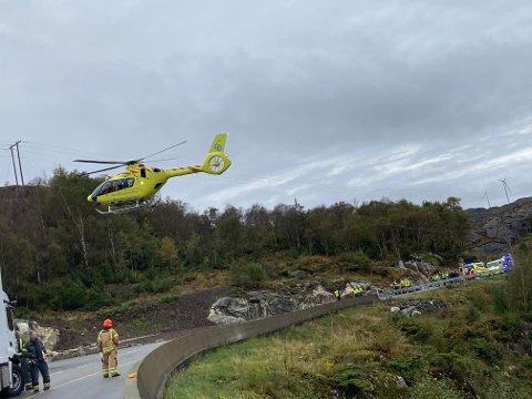UTRYKNING: Luftambulansen har ankommet ulykkesstedet.