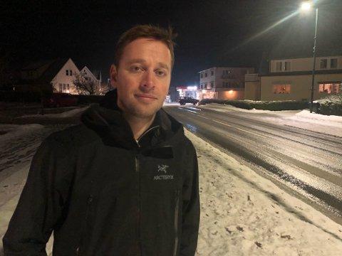NØDNETT: Ordfører Jonny Liland opplyser at nødnett er i drift og værforholdene har bedret seg i løpet av lørdag.