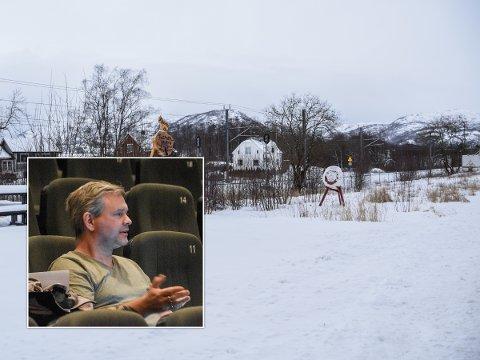 TOMT: Flertallet i formannskapet vedtok tirsdag å kjøpe en tomt på Ualand. Høyres René Munthe Eik (innfelt) var imidlertid kritisk til hvorfor kommunen skulle bruke penger på dette.