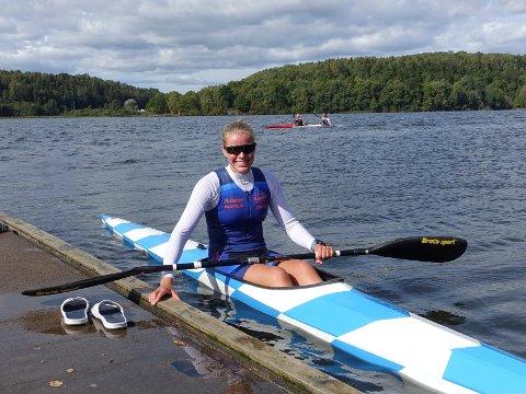 PADLER: Celine Helleren (18) fra Flekkefjord har satset på en idrettskarriere innen padling. Nå har hun fått tildelt 25.000 kroner i støtte fra LOS-fondet, midler som vil komme godt med.