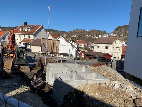 BYGG OG ANLEGG: Bygg og anlegg har den største nedgangen i helt ledige siste måned, med 132 færre enn for en måned siden for hele Agder. Her fra arbeidet med å sette ned betongfundamenter for nedgravde avfallscontainere ved den nye Fabrikkgården
