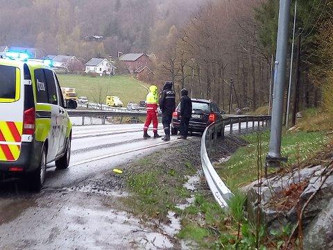 PÅKJØRSEL: To biler klinte inn i hverandre, men ingen har kommet til skade.