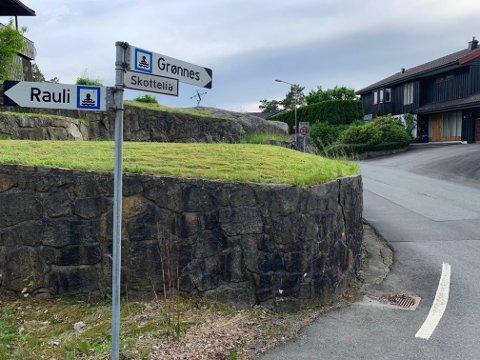 GANG- OG SYKKELVEI: Kommunen krever en utbyggingsavtale om gang og sykkelsti fra krysset Rauliveien/ Skottelia frem til Grønnes barnehage for utbygging i Skottelia.