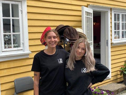 NYLIG ÅPNET: Etter åpning denne uken er Astrid Louise og Pernille klare for å hjelpe museets besøkende i sommer.