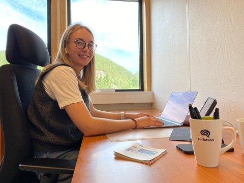 SOMMERJOBB: Karen Hompland studerer til vanlig i Trondheim, men i sommer er det sommerjobb i Sirdal som gjelder.