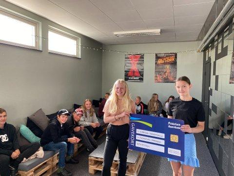 25.000: Kvinesdal ungdomsskole fikk 25.000 kroner fra Flekkefjord Sparebank. Pengene har blitt brukt til å lage et aktivitetsrom.