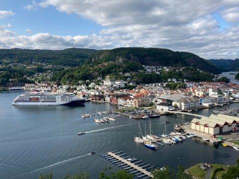 "I LAND: Cruiseskipet ""Hanseatic Nature"" la til kai for andre gang denne sommeren"