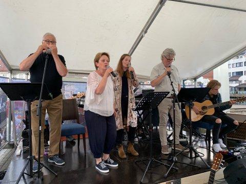 KLAR FOR NY KONSERT: Fra forrige konsert på fiskebrygga, lørdag blir det en ny anledning til en sommerlig konsertopplevelese!
