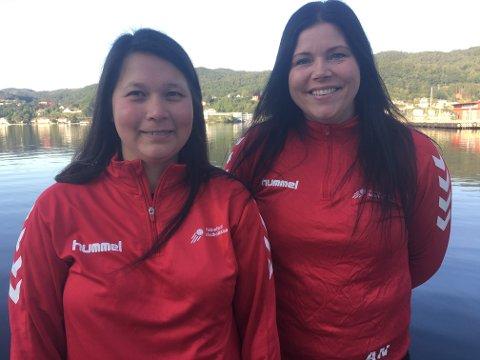 – BLI MED: Charlotte Fredriksen og Anette Nedrejord i Flekkefjord Håndballklubb oppfordrer jenter og kvinner over 15 år om å melde seg til tjeneste for Flekkefjords seniorlag i håndball.