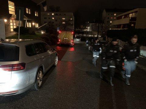 TRILLET NED BAKKEN: En førerløs ambassaderegistrert bil med et barn i trillet utfor denne bakken.