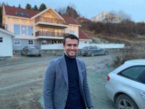 BYTTET JOBB: Thor Wæraas (27) angrer ikke på at han byttet jobb tidlig i karrieren til meglerkontoret Schala & Partners. Han stortrives og det gjenspeiles i lønna.