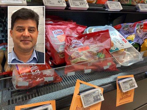 POPULÆR LØSNING: Matvarer til halv pris vil gjerne kundene ha, selv om holdbarhetsdatoen er nær. Bildet er tatt i kjøledisken hos Joker Ankertorget, som drives av broren til Kazim Jamil. Selv driver han Joker-butikkene på Teisen og Hasle.