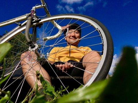 SYKKELENTUSIAST: Løkkabeboer Tommy Næss (47) har solgt bilen og blitt helårssyklist.