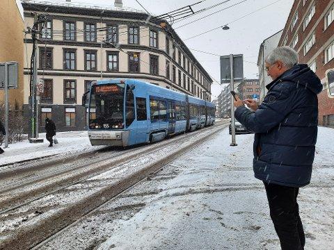 Arne Sæteren reagerer på at det har blitt vanskeligere å kjøpe trikkebillett i Ruter-appen fra nyttår.