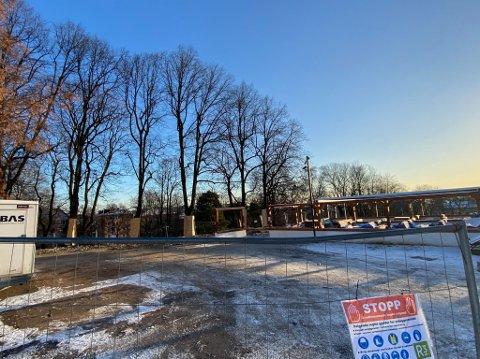MER PLASS: De gamle bygningen på toppen av St. Hanshaugen er revet. Nå får uteserveringen enda mer plass sommerstid.