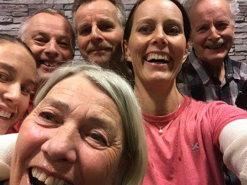Dette er familien bak Stolt Trening. Her er både søstre, far, mor og onkler deleiere.