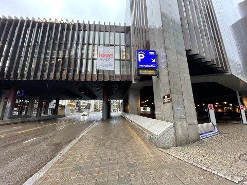 SKADET: Mannen ble funnet i området under Oslo Konserthus, på parkeringsplassen, melder politiet.