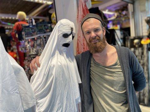 Stian Andersen (37) på Mye Moro merker det økte trykket i forbindelse med dette årets Halloween-feiring.