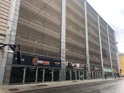 Strandgaten 19 er et kombinert kontor-, forretnings- og parkeringsbygg på over 16.000 kvadratmeter og en tomt på omtrent 2.300 kvadratmeter. Bygget ble oppført i 1987 og har ni etasjer.