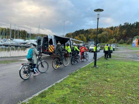 BLE STOPPET: Mange elsykleister måtte svinge inn ved Frognerstranda tirsdag formiddag.