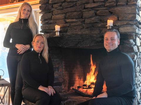 STARTET OPP SAMMEN: Astrid Elisabeth Kihle Jordan (42), Karin Follesø (50) og Andreas Tangberg (38) eier selskapet ProHemsedal.