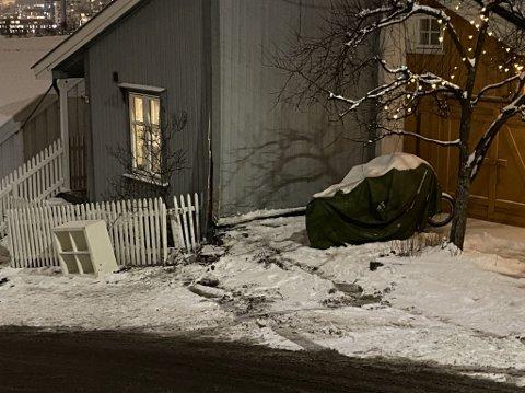 RETT I VEGGEN: Her endte taxiens ferd.
