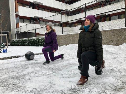 Terese Tveit (til høyre) må inntil videre arrangere treningsøkter utendørs.