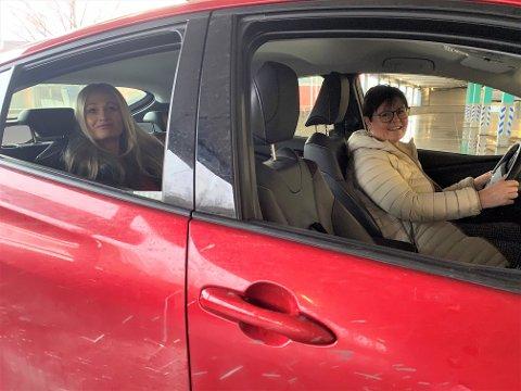 TRYGGHET: Elisabeth Vatne-Lund (67) har kjørt Kristine Røsten Clarholm (46) til og fra legebesøk siden oktober.