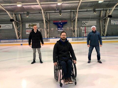 Vålerenga Ishockey Bredde opplever tøffe tider nå, men ser på fremtiden med stor optimisme. Fra venstre: Styreleder Simen Torgersen, parautøver Morten Værnes og styremedlem Tore Øverli. Bildet er tatt i Jordal ungdomshall.