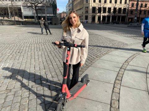 NYE SYKLER: – Oslo er elsparkesykkelhovedstad og er et av de mest ettertraktede markedene i Europa, sier daglig leder Christina Moe Gjerde i Voi Norge og Finland. Her med den nyeste elsykkelmodellen som i disse dager inntar Oslos gater.