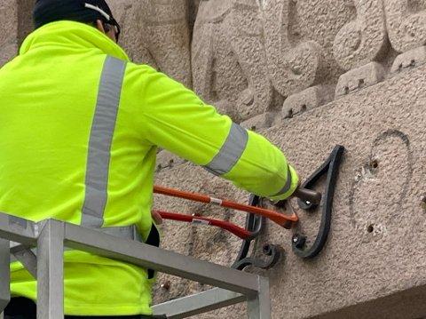 De tradisjonsrike bokstavene på Deichman Grünerløkka ble fjernet ved en feil onsdag ettermiddag.