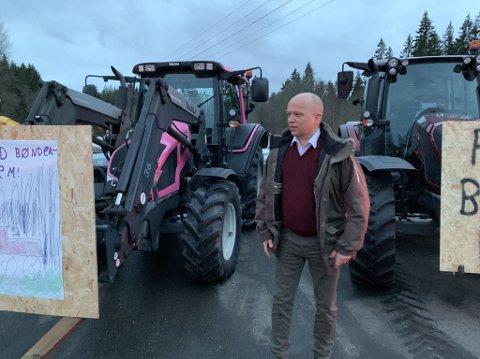 STILTE I FRONT: Sp-leder Trygve Slagsvold Vedum står på Maridalen-bøndenes side i kampen om å få drive videre i Maridalen.