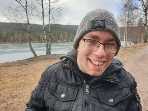 JOBB: Johannes Loftsgård sier han har opplevd å ikke få en jobb fordi han sitter i rullestol.