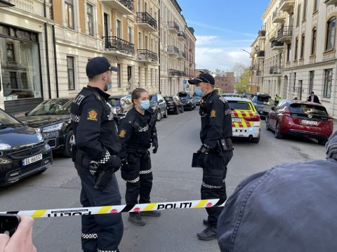 DRAP: Politiet har sperret av Tostrups gate etter at en kvinne ble skutt og drept onsdag morgen.