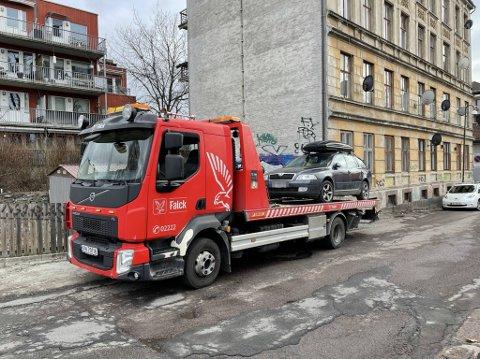 FARVEL: Denne bilen ble tauet inn på Vålerenga da vårrengjøringen startet 6. april.