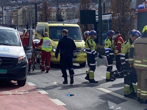 ULYKKE: En bil og en trikk kolliderte i Bjørvika fredag.