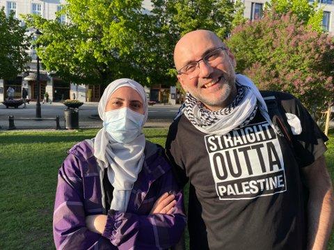 DEMONSTRERTE: – Hvorfor står vi her nå? Fordi vårt land er stjålet, sier Alaa Aldein Yousef. Onsdag demonstrerte han sammen med kona Yamam Yousef, barna og venner mot Israels angrep på Palestina.
