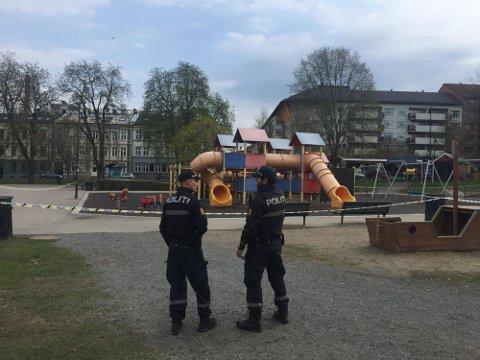 OVERFALLSVOLDTEKT: Politiet på plass i Sofienbergparken etter en overfallsvoldtekt i 2018. Nå er gjerningsmannen siktet på nytt.